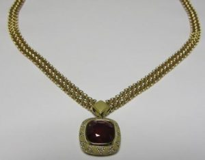 Kolje Nr.1 (su rubinu, iš geltono aukso, puošta deimantais)