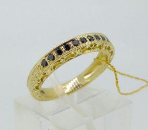 Žiedas Nr.105 (iš geltono, arba kt.spalvos aukso, puoštas juodais briliantais)
