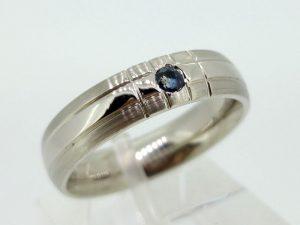Žiedas Nr.108 (iš balto aukso, puoštas safyru)