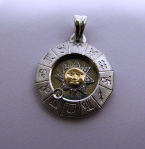 Pakabukas Nr.10 (su zodiako ženklais, iš sidabro arba aukso)