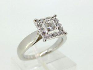 Žiedas Nr.111 (iš platinos arba aukso, puoštas brangakmeniais)