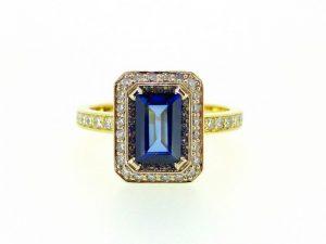 Žiedas Nr.120 (iš aukso, puoštas mėlynuoju safyru ir briliantais)