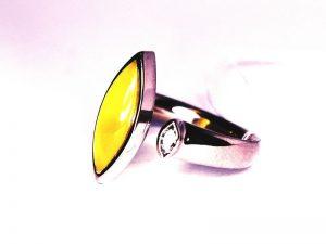 Žiedas Nr.124 (iš platinos, puoštas gintaru ir briliantu)
