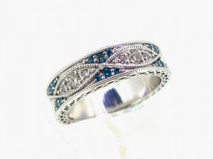 Žiedas Nr.129 (iš platinos arba aukso, inkrustuotas skaidriais ir mėlynais briliantais)