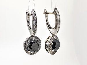Auskarai Nr.129 (su juodu deimantu ir briliantais, iš aukso)