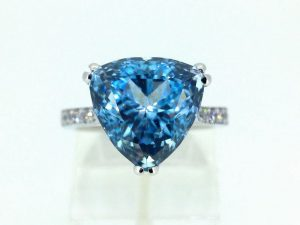 Žiedas Nr.131 (iš platinos arba aukso, puoštas topazu ir briliantais)