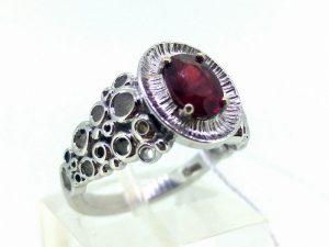 Žiedas Nr.133 (su rubinu, iš balto arba kitos spalvos aukso)