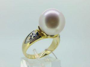 Žiedas N.134 (su perlu, iš geltono, balto arba raudono aukso)