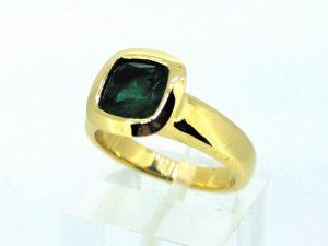 Žiedas Nr.135 (su smaragdu, iš geltono, raudono arba balto aukso)