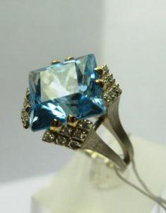 Žiedas Nr.14 (iš balto aukso, su žydruoju topazu ir briliantais)