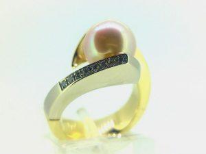 Žiedas Nr. 145 ( su perlu, iš aukso, puoštas briliantais)