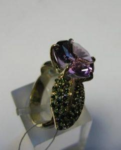 Žiedas Nr.16 (iš geltono aukso, su ametistu ir žalios sp.brilianatais)