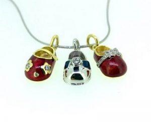 Kaklo papuošalas Nr.16 (batukai iš aukso, puošti spalvota emale ir briliantais)