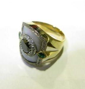 Žiedas Nr.17 (iš geltono aukso, su perlamutru, puoštas brangakmeniais)