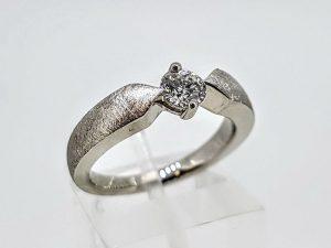 Žiedas Nr.176 (su briliantu, iš platinos arba aukso)