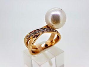 Žiedas Nr.178 (su perlu, iš aukso, puoštas cirkonais)