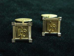 Sąsagos Nr.17 (iš aukso, su monogramomis, puoštos brangakmeniais)