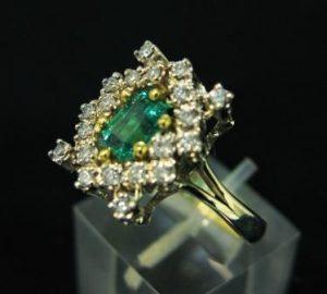 Žiedas Nr.18 (iš geltono aukso, su smaragdu ir briliantais)