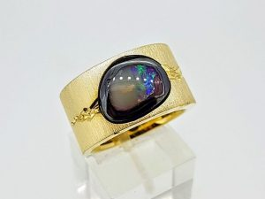 Žiedas Nr.182 ( su opalu, iš aukso arba sidabro )
