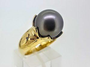 Žiedas Nr.183 (su juodu perlu, iš geltono ar kitos spalvos aukso)