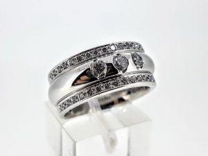 Žiedas Nr.190 (iš balto arba kitos spalvos aukso, puoštas brangakmeniais)