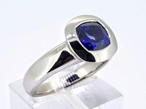 Žiedas Nr.195 (su mėlynuoju safyru, iš aukso)