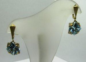 Auskarai Nr.19 (su žydruoju topazu ir briliantais, iš geltono aukso)