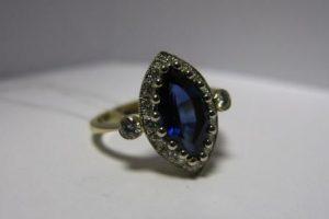Žiedas Nr.2 (iš geltono aukso su safyru ir briliantais)
