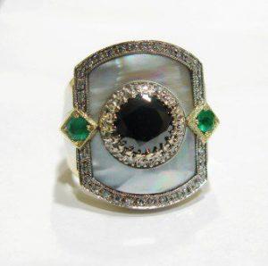 Žiedas Nr.2 (iš aukso, su perlamutru, smaragdais, juoduoju deimantu ir briliantais)