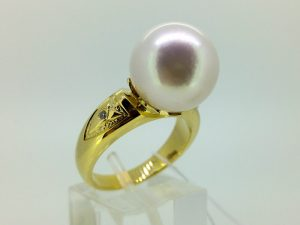 Žiedas su perlu iš geltono arba kitos spalvos aukso