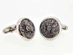 Sąsagos puoštos safyru, iš sidabro arba aukso