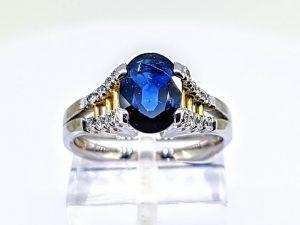 Žiedas Nr.203 (iš aukso, puoštas safyru ir briliantais)