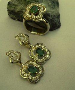 Auskarai Nr.20 (su smaragdais ir briliantais, iš geltono aukso)