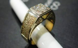 Žiedas Nr.22 (iš geltono arba kt.spalvos aukso, su briliantu)