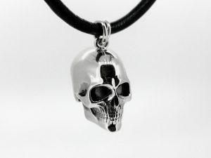 Pakabukas Nr.22 (kaukolė iš aukso arba sidabro)
