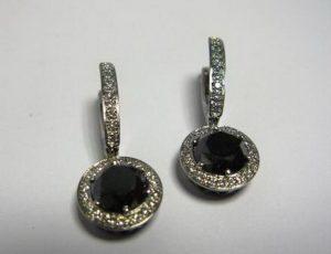 Auskarai Nr.22 (su juodais deimantais ir briliantais, iš balto aukso)