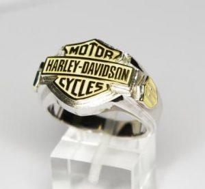 Žiedas Nr.28 (iš aukso, su užrašais ir monograma)