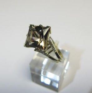 Žiedas Nr.28 (iš balto, geltono arba raudono aukso, su dūminiu kvarcu)