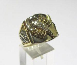 Žiedas Nr.29 (iš geltono aukso, puoštas skorpionu ir briliantais)