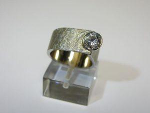 Žiedas Nr.30 (platus, iš balto arba geltono aukso, su akvamarinu)