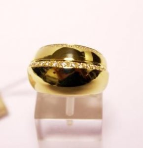 Žiedas Nr.32 (platus, iš geltono aukso, su briliantais)
