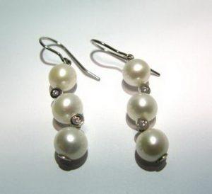 Auskarai Nr.32 (kabantys, su perlais ir briliantais, iš aukso)