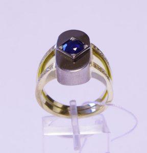 Žiedas Nr.35 (iš platinos ir geltono aukso, su safyru ir briliantais)