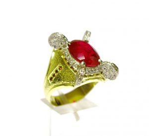 Žiedas Nr.36 (iš geltono ir balto aukso, puoštas rubinu bei briliantais)