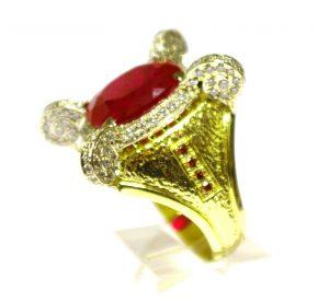 Žiedas Nr.37 (iš geltono ir balto aukso, puoštas rubinu ir briliantais)