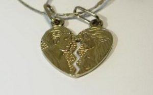 Pakabukas Nr.3 (širdelės formos, iš balto aukso, su žvaigždiniu safyru)