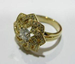 Žiedas Nr.4 (iš balto, geltono arba raudono aukso, su ametistu)