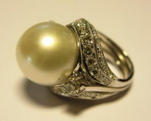 Žiedas Nr.41 (iš balto aukso, su perlu ir briliantais)