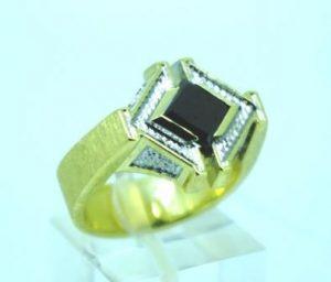 Žiedas Nr.42 (iš geltono aukso, puoštas juoduoju deimantu ir briliantais)