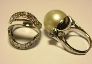 Žiedas Nr.42 (balto aukso, iš dviejų dalių, su perlu ir briliantais)